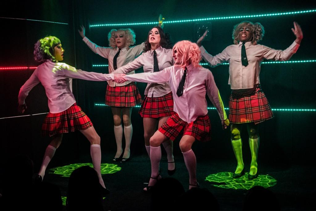 Theater im Keller Berlin travestieshow.info Travestie Schulmädchen
