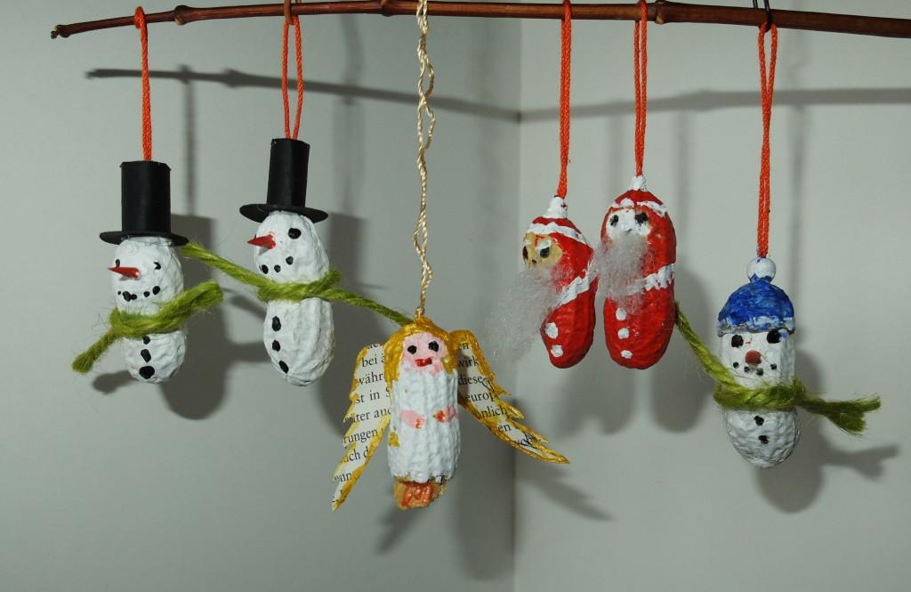 Weihnachtliche Nussanhänger